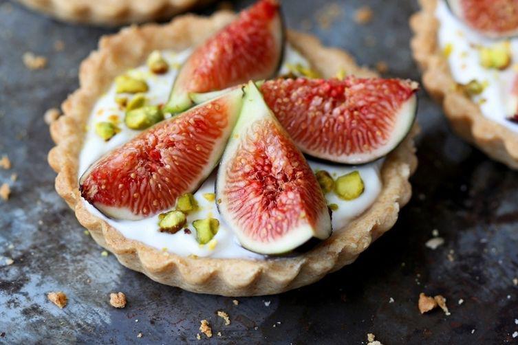 Fig_and_yogurt_breakfast